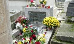 The tomb of Jim Morrison